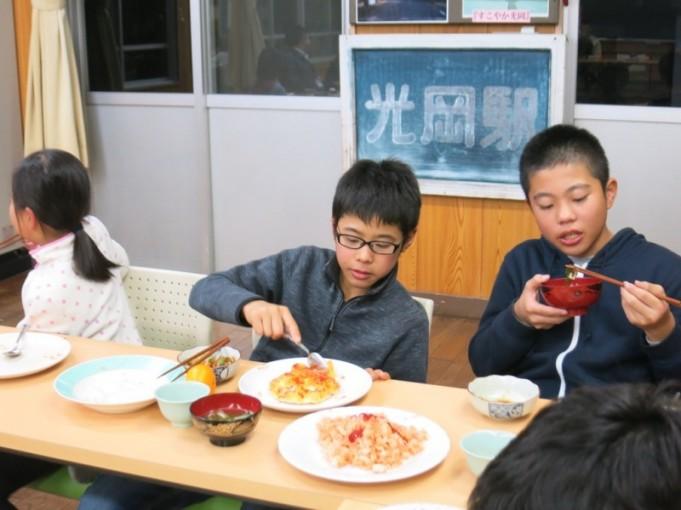 男子は食欲旺盛でした