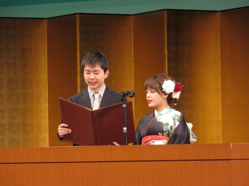 最後は、代表者2人が日田市民憲章を読み上げて終わり……。